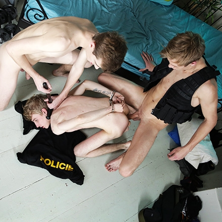Crime-Scene Investigation Gets The Hardcore Touch As Two Horny Officers Fuck Their Man! HD